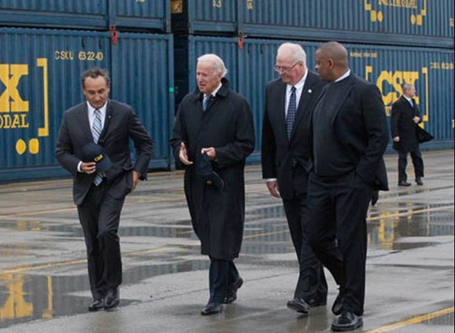 Photo of Secretary Foxx and V.P. Biden at C.S.X. hub in Ohio, courtesy The Toledo Blade and Amy Vogt