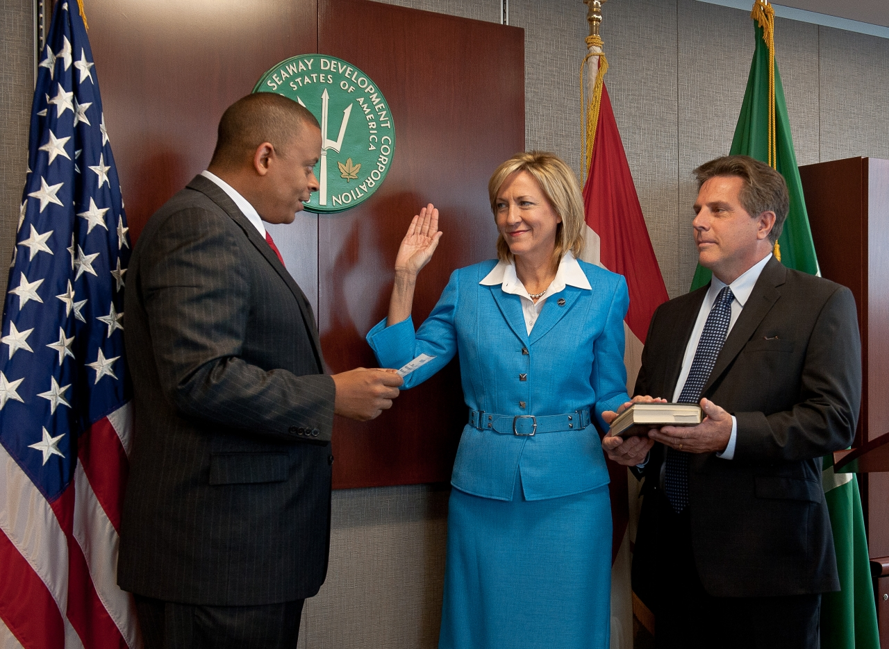Secretary Foxx swearing in Betty Sutton as the new Administrator of the Saint Lawrence Seaway Development Corporation