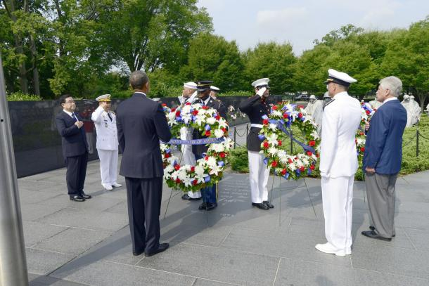 Photo of wreath-laying at Korean War Memorial with President Obama