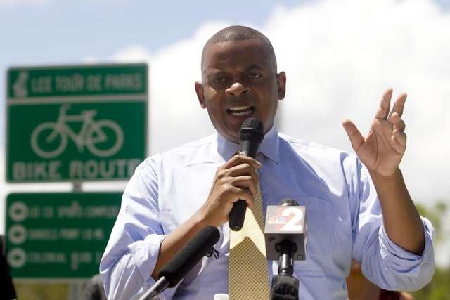 Photo of Secretary Foxx in Lee County, courtesy of the News-Press