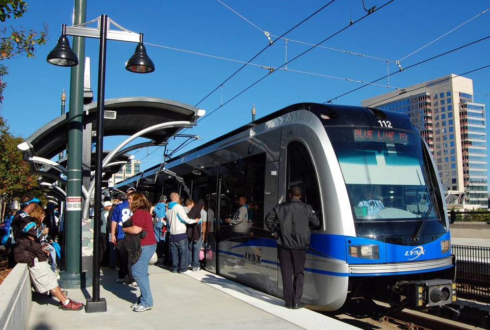 Photo of LYNX Blue Line light rail train in crowded station