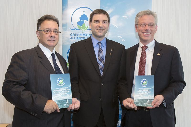 Photo of Acting Seaway Administrator Middlebrook accepting green certification