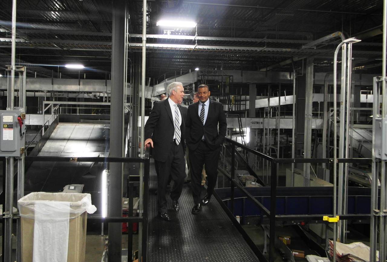 Photo of Secretary Foxx touring UPS Worldport