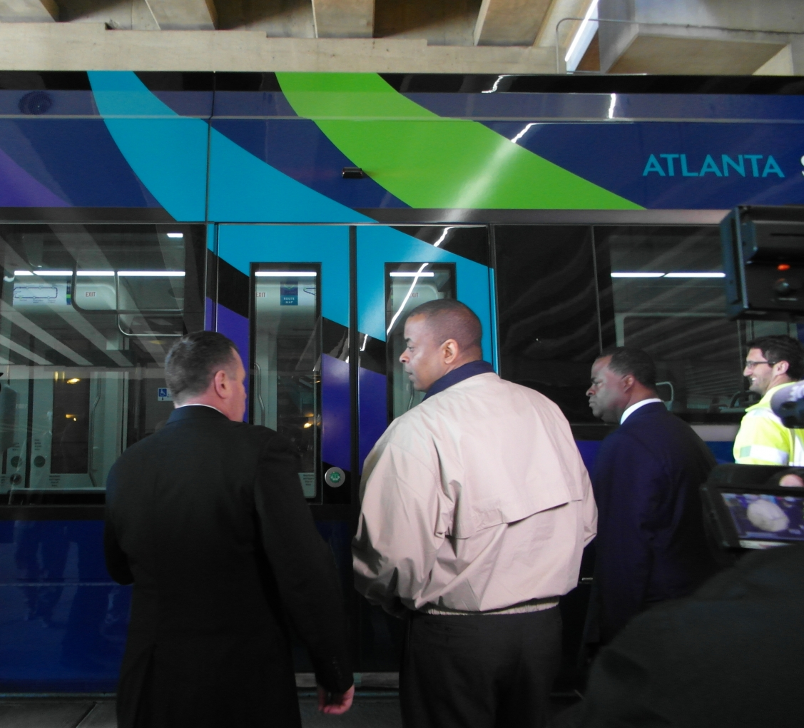 Image of Secretary Foxx viewing the Atlanta streetcard