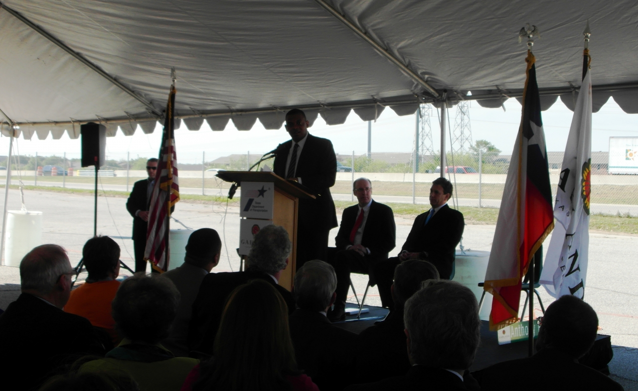 Photo of Secretary Foxx speaking at the Lyndon Johnson Freeway project event