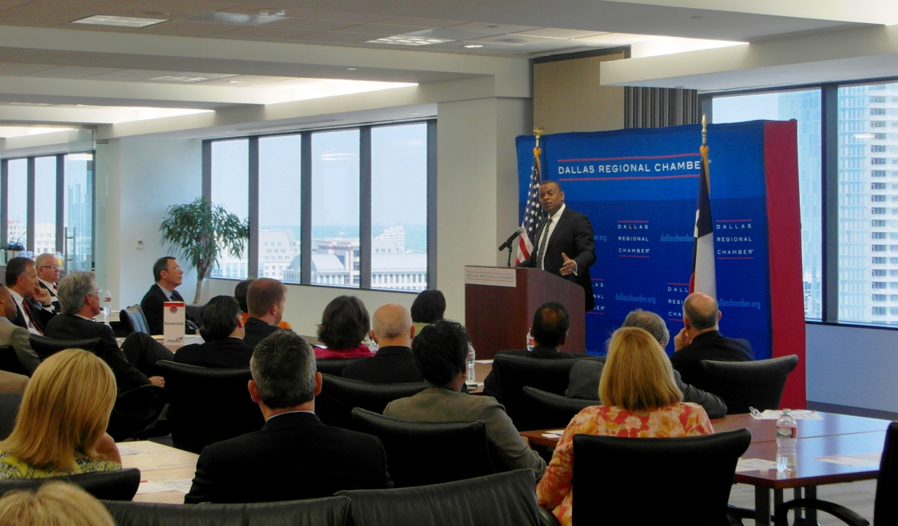 Photo of Secretary Foxx speaking at the Dallas Regional Chamber of Commerce