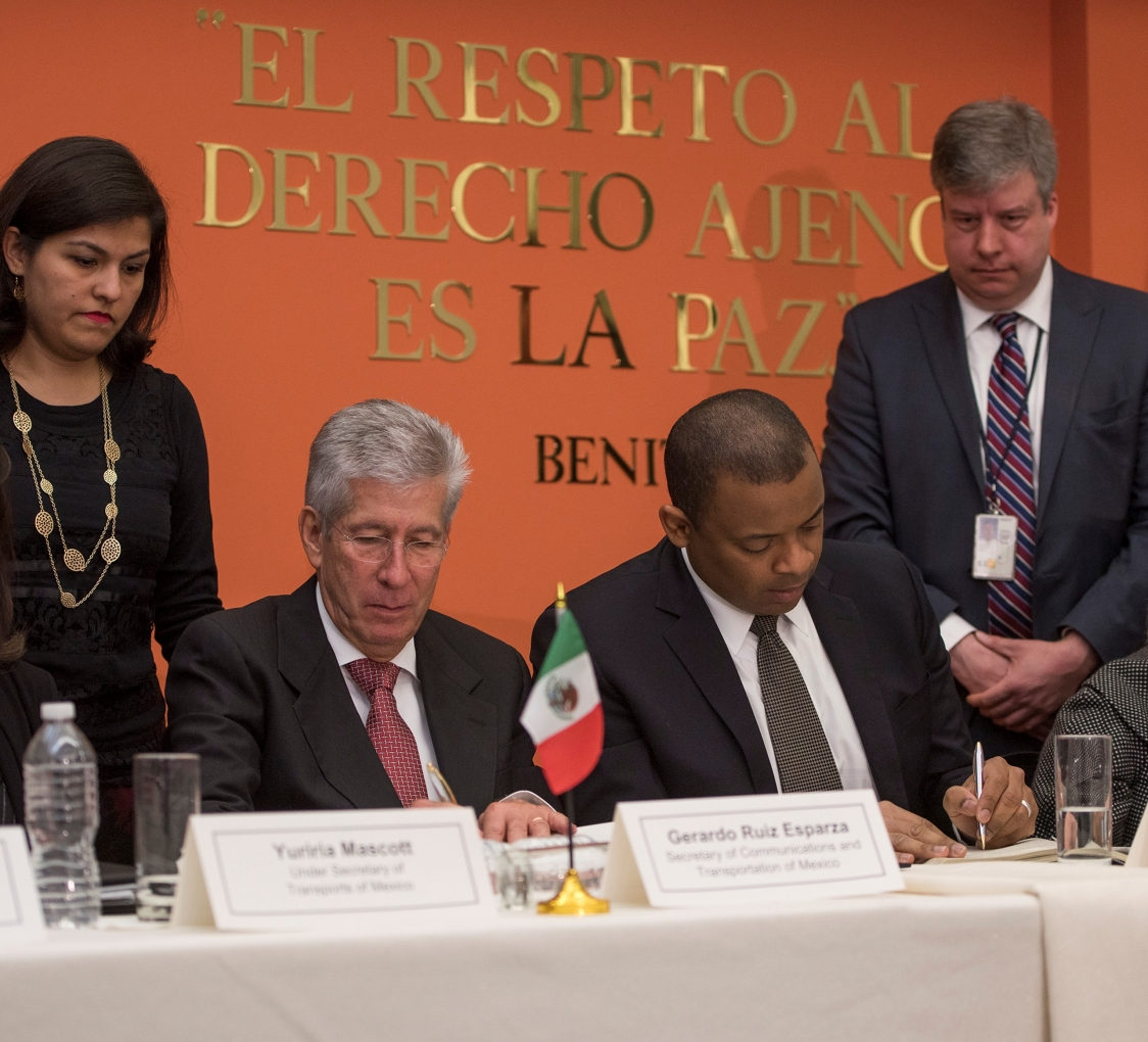 Photo of Secretary Foxx and Mexico's Secretary of Communications and Transport Ruiz Esparza signing a new, modern air transport agreement between the United States and Mexico