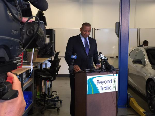 Secretary Foxx at Delphi Automotive, photo by David Louie