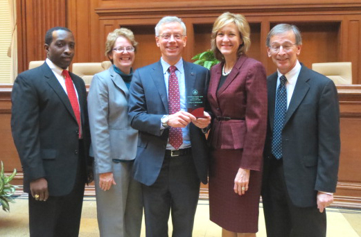 Photo of Deputy Administrator MIddlebrook receiving the EPA award