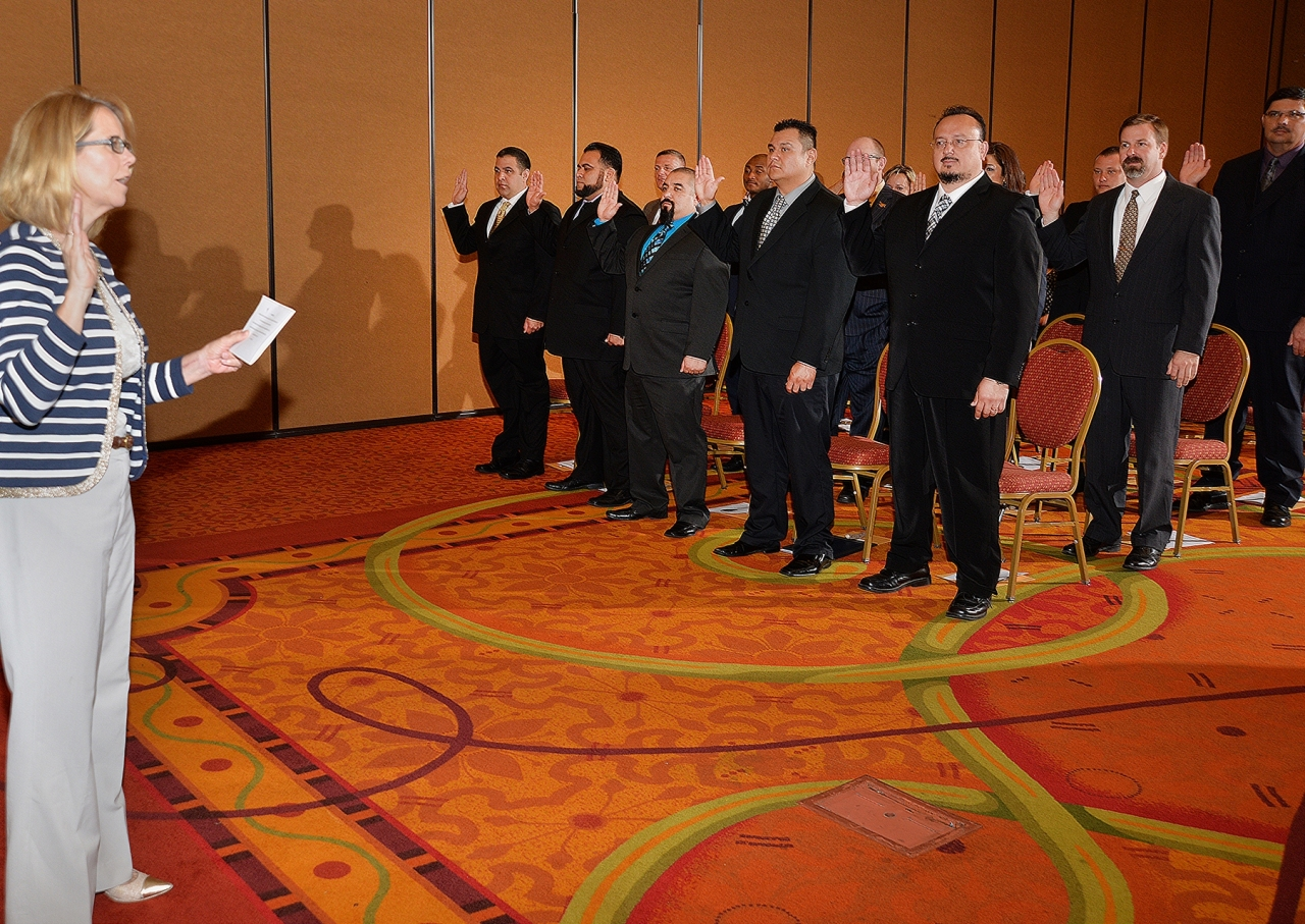 Photo of FMCSA Administrator Ferro giving the oath of office to the new class