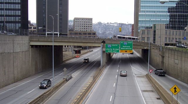 Picture of I-579 in downtown Pittsburgh - courtesy user Enlightenedment/Wikimedia Commons