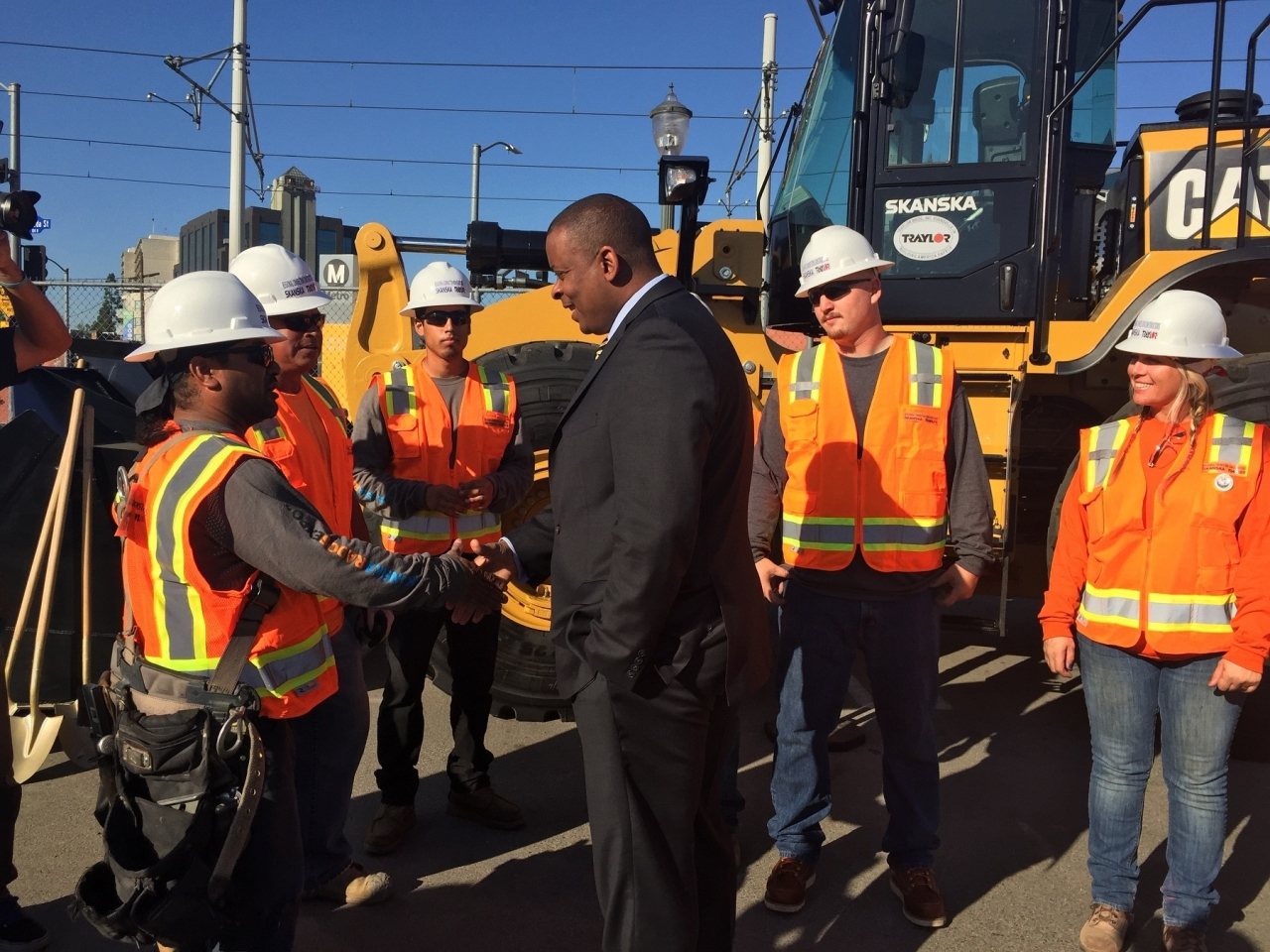 Photo of Secretary Foxx meeting construction workers on LA Downtown Regional Connector project