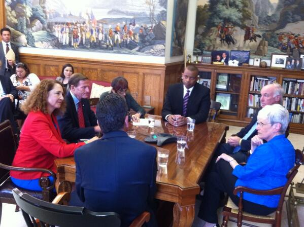 Photo of Secretary Foxx meeting with Connecticut elected officials
