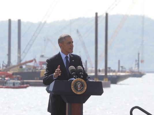 Photo of President Obama at New New York Bridge construction site