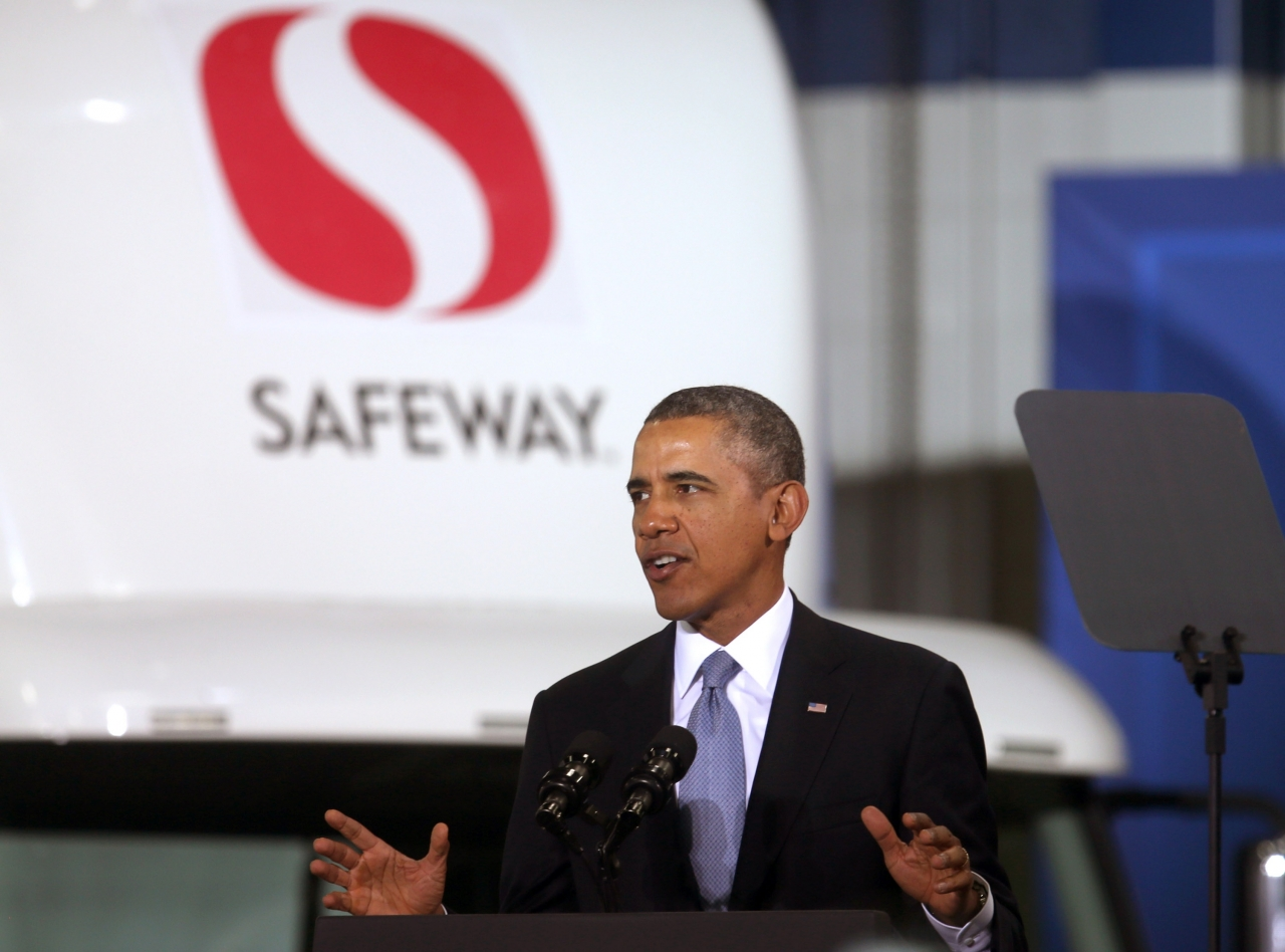 Photo of President Obama making the heavy truck fuel efficiency announcement