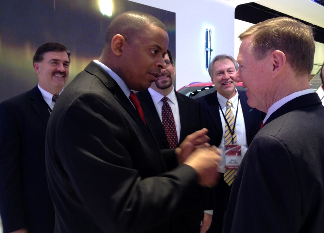 Photo of Secretary Foxx with Ford's Alan Mulally
