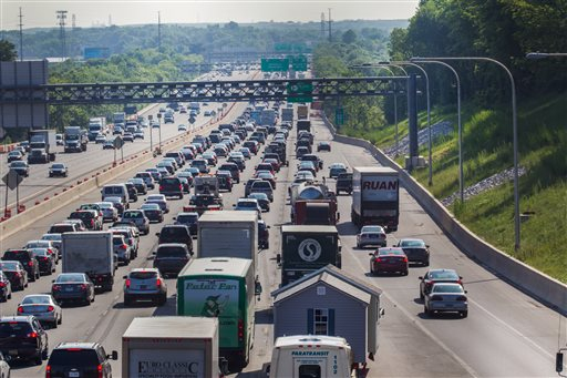 photo of re-routed traffic on I-95; credit AP Photo/The Wilmington News-Journal, Robert Craig