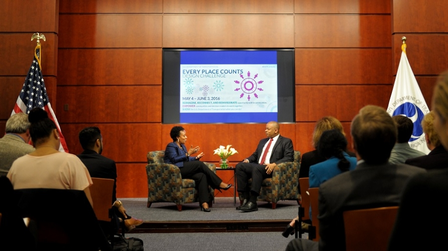 Secretary Foxx and Chief Opportunities Officer Stephanie Jones talking